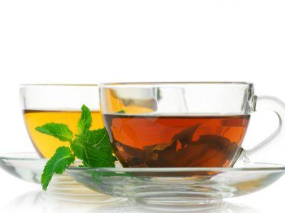 ما الفرق بين الشاي الأخضر والأحمر؟ أيهما أكثر فائدة؟