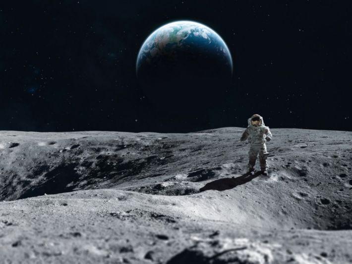 تعرف على صفات سطح القمر ومميزاته