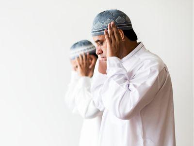 إقامة الصلاة، كيفيتها وكيفية ترديدها
