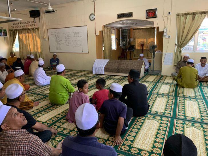 وقوف الإمام في صلاة الجنازة