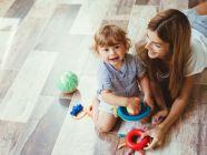 كيفيه تتعامل مع طفل بعمر السنتين؟