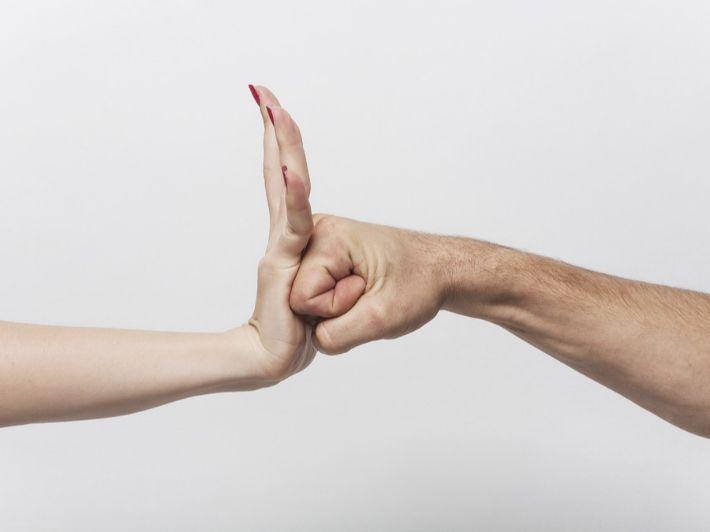 العنف الاجتماعي: مفهومه، وآثاره، وأكثر