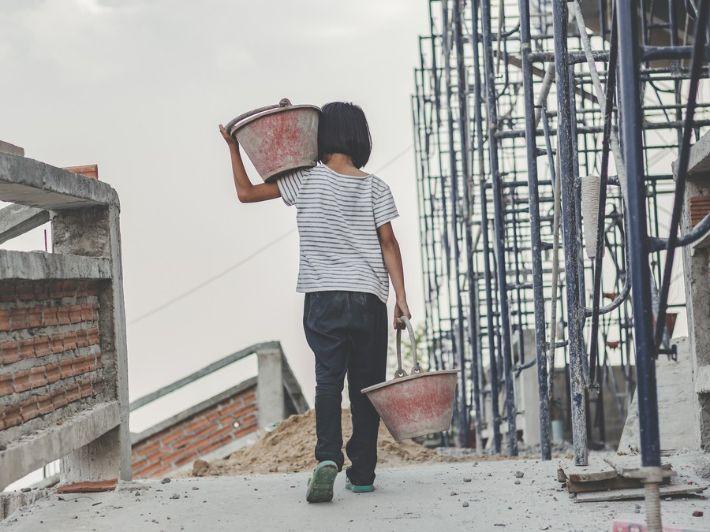 تعرف على أسباب انتشار عمالة الأطفال