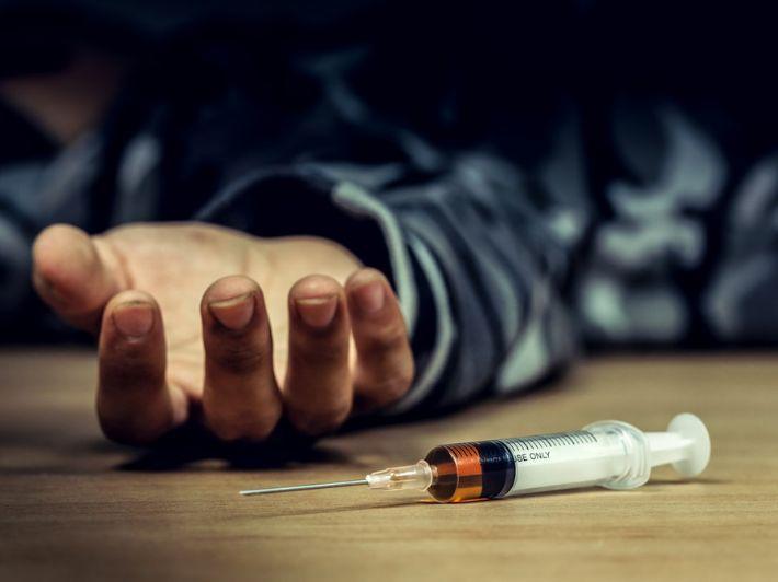 ما هي آثار المخدرات على الفرد والمجتمع؟