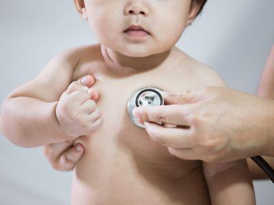 ثقب القلب عند الأطفال: الأعراض، الأسباب، الفحوصات والعلاج