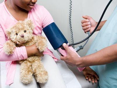 معدل ضغط الدم الطبيعي للطفل، ومتى تجب استشارة الطبيب