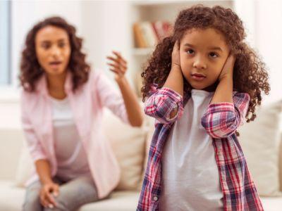 كيف نتعامل مع الطفل العنيد بذكاء؟