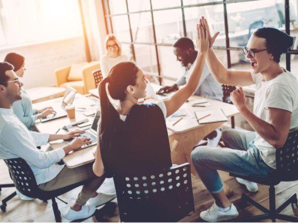 الرد على سؤال مقابلة العمل: لماذا تفضل العمل الجماعي؟