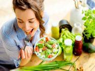 قائمة بالأكلات التي تساعد على تخفيف الإمساك