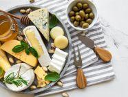 كم سعرة حرارية في الجبن بأنواعه المختلفة؟
