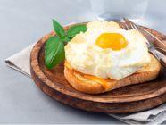 ما هو مقدار الكربوهيدرات في البيض؟