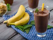 مشروبات صحية: وصفة صحية لكوكتيل زبدة الفول السوداني والشوكولاته والموز