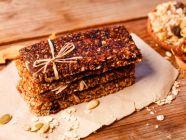 وجبات خفيفة: طريقة عمل ألواح التمر بالقمح مناسبة لزيادة الوزن الصحية
