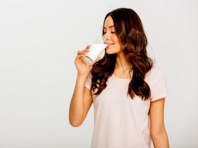 حقيقة أم خرافة: هل الحليب يتسبب بثبات الوزن أو يعيق نزوله؟