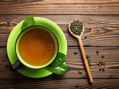 كم سعرة حرارية في الشاي الأخضر؟