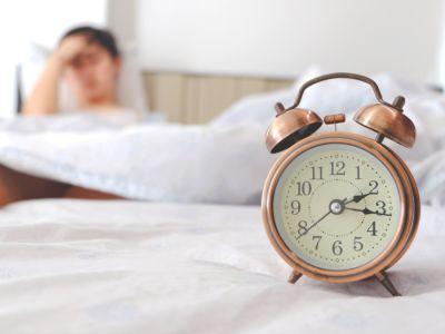 هل تسبب قلة النوم زيادة الوزن؟ ولماذا؟