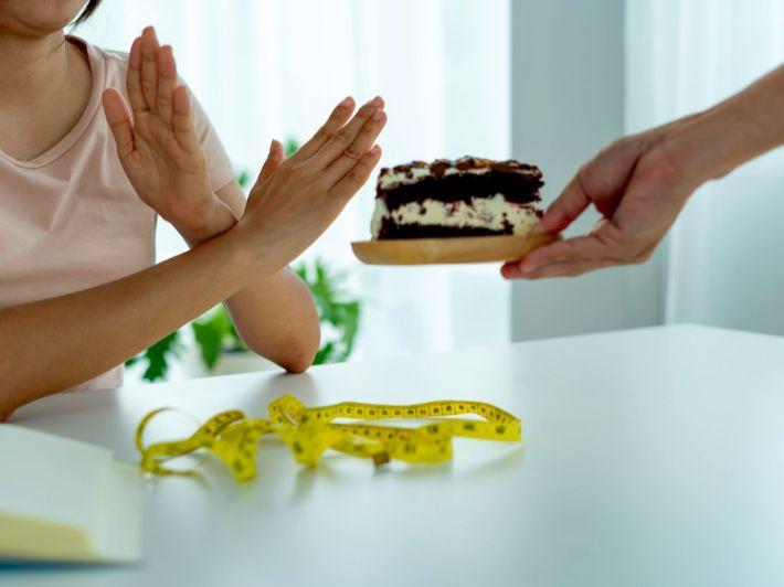 أفضل الطرق المجربة للامتناع عن أكل الحلويات