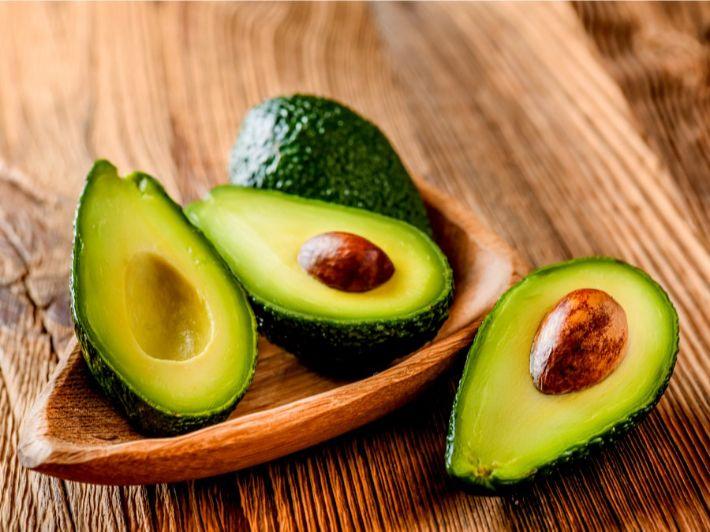 الأفوكادو: السعرات الحرارية والحصة الغذائية
