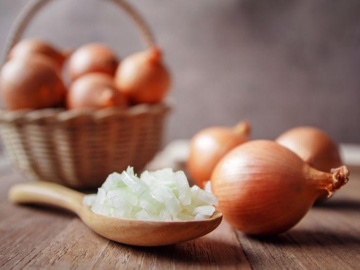 البصل: السعرات الحرارية والحصة الغذائية