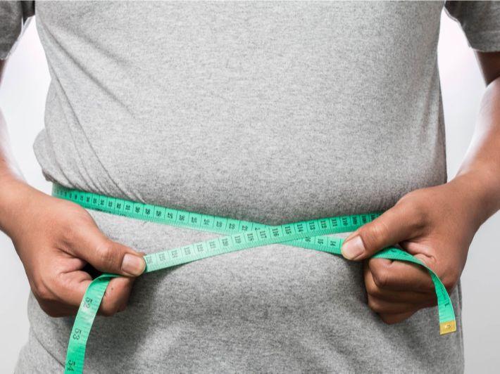 قائمة أكلات تسبب سمنة البطن .. خفف من تناولها الآن!