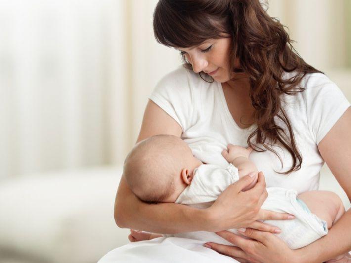 كم سعرة حرارية تحرق الرضاعة الطبيعية؟