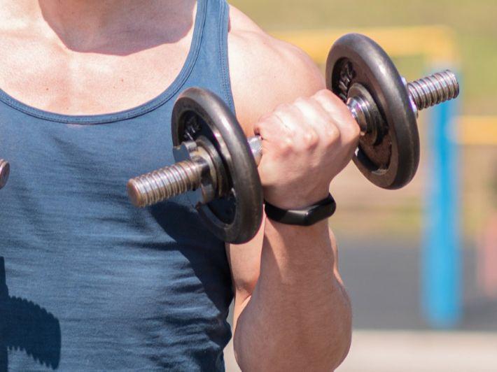 ما الفرق بين وزن العضلات والدهون وما هي النسب الطبيعية لهما؟