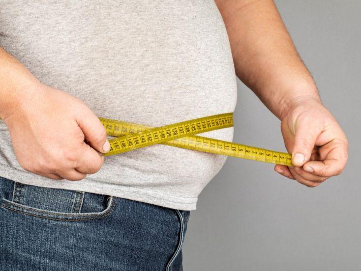 ما هي زيادة الوزن، كيف تُشخص، وما أسبابها وطرق العلاج
