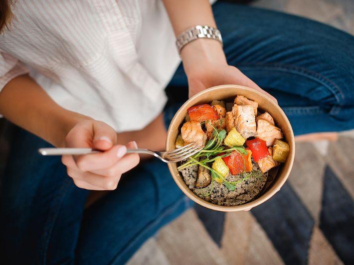هل الأكل ببطء سر النحافة؟
