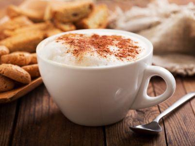 تحضير رغوة القهوة الغنية، خطوة بخطوة