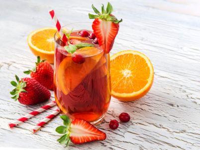 تحضير كوكتيل البرتقال والفراولة بطريقة سهلة وسريعة