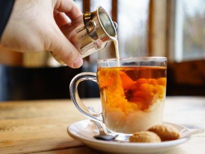كيفية عمل الشاي بالحليب، بمقادير مضبوطة
