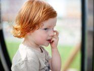 قضم الأظافر عند الأطفال: عادة شائعة، حلولها بسيطة.. تعرفي عليها