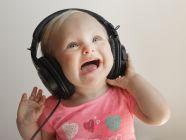 لماذا تُعد اختبارات السمع مهمة لطفلك؟ وكيف تتم؟