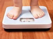 ما هي أسباب نقص الوزن عند الأطفال؟ وكيف يمكن التعامل معه؟