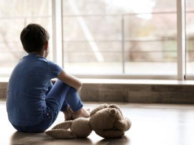 الأمراض النفسية عند الأطفال: أنواع، وأعراض، وأسباب، وطرق العلاج