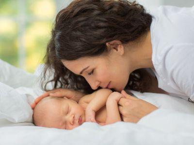 التواصل والنمو الاجتماعي لحديثي الولادة (0-3 أشهر)