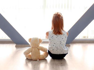 الفرق بين التوحد وفصام الطفولة
