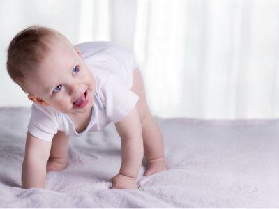 تأخر مشي طفلك، ومتى عليك أن تقلقي؟