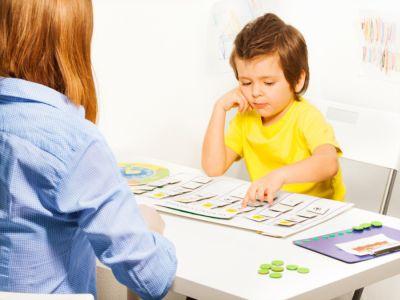 كيفية تعليم وتوجيه طفل التوحد