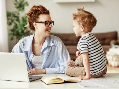 للأم العاملة: كيف تعززين علاقتك بأبنائك؟