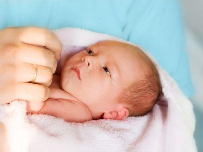 مراحل تطور الطفل حديث الولادة (1-3 شهور)
