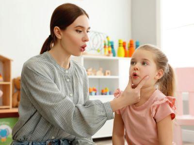 هل هناك علاج لصعوبة النطق عند الأطفال؟ وما هي الطرق المتبعة؟