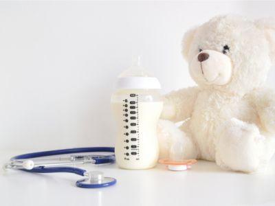 هل يمكن مزج دواء المغص مع حليب الرضع؟