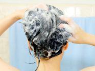 تعرفي على الطريقة الصحيحة لغسل الشعر