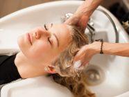 كم مرة يغسل الشعر الدهني؟