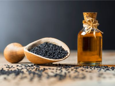 زيت حبة البركة للشعر: وصفات طبيعية وفوائد رائعة!
