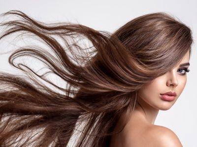 كيف أجعل شعري رطبًا بدون سشوار؟