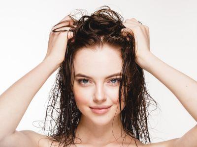 كيف أرطب شعري الجاف؟