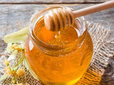 كيف تستخدمين العسل للشعر الجاف