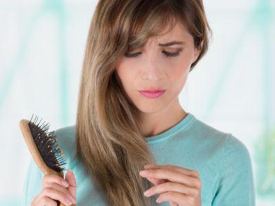 وصفات منزلية لتساقط الشعر وتقصفه، جربيها!